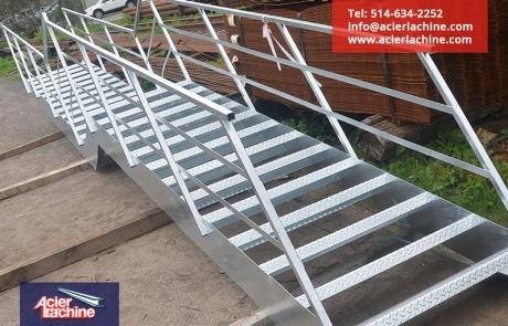 Escalier acier galvanisé | Galvanized steel stair | Acier Lachine, Montreal, Quebec | www.acierlachine.com | +1-514-634-2252